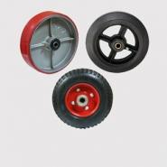 Колеса большегрузные: литая черная резина, полиуретан, протекторные.